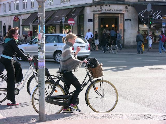 copenhagen-stylish-ladies-on-bikes.jpg